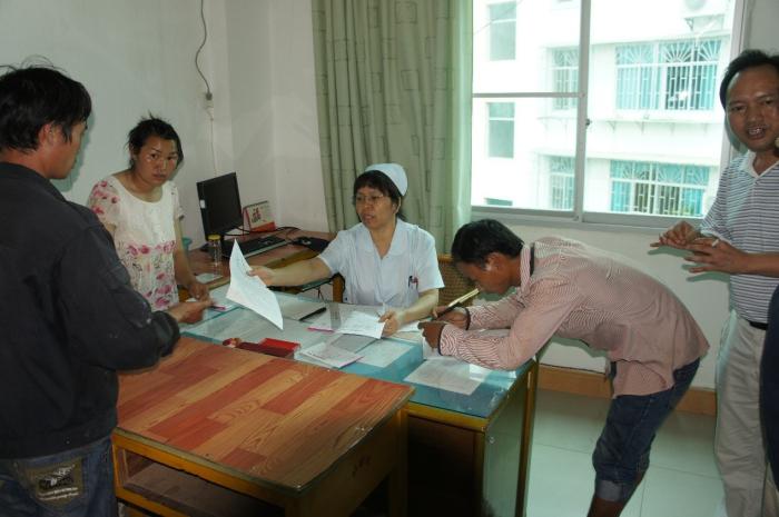 元阳县妇幼保建院开展免费婚检,预防和排查艾滋、乙肝、梅毒等会造成母婴传播的疾病
